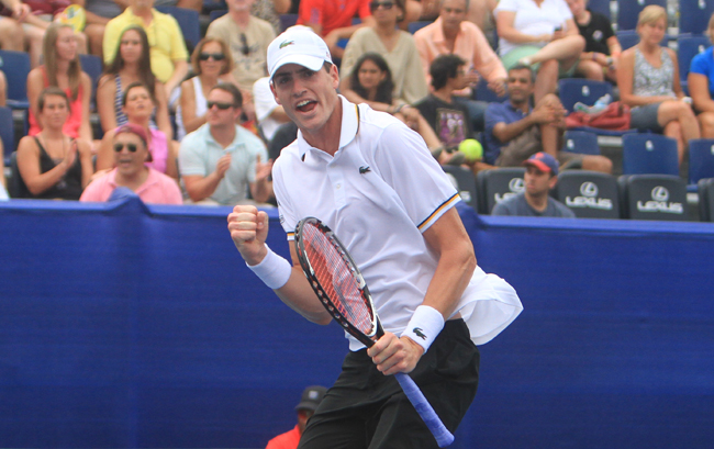 Isner overcomes slow start to nail 2-0 lead